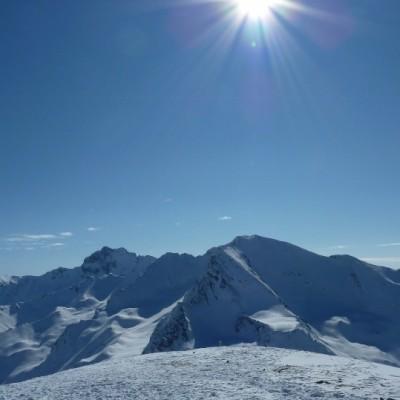 Austriackie Alpy na wiosnę – biel i błękit